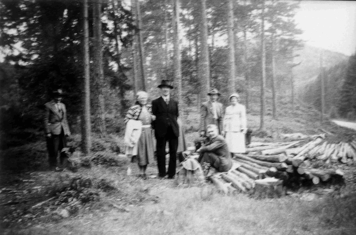 Bilder fra Birkenes kommune Folk ved Lasta - ca 1950