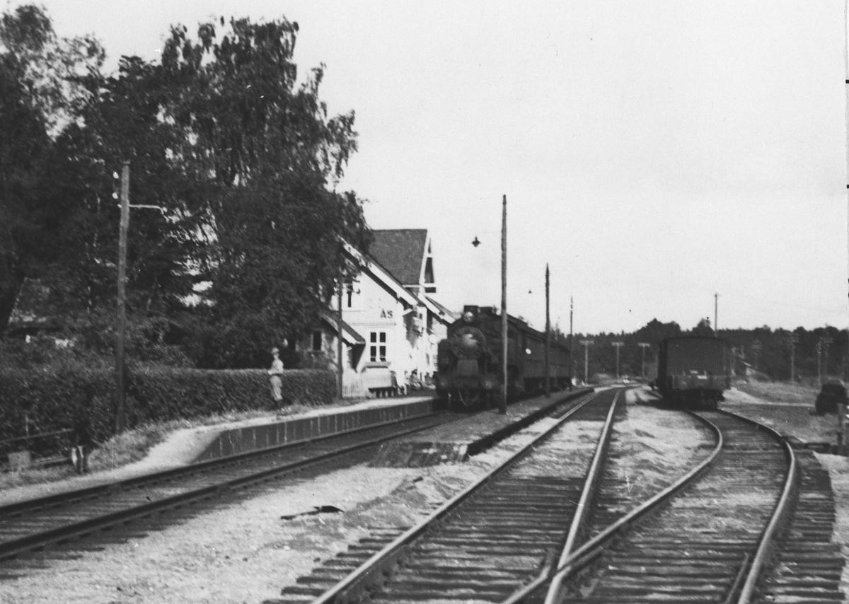 Damptog på Ås stasjon