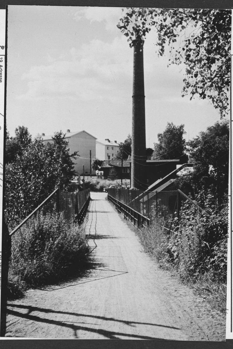 "Bru ved Strømmen Trevarefabrik. ""Trevarebrua""."