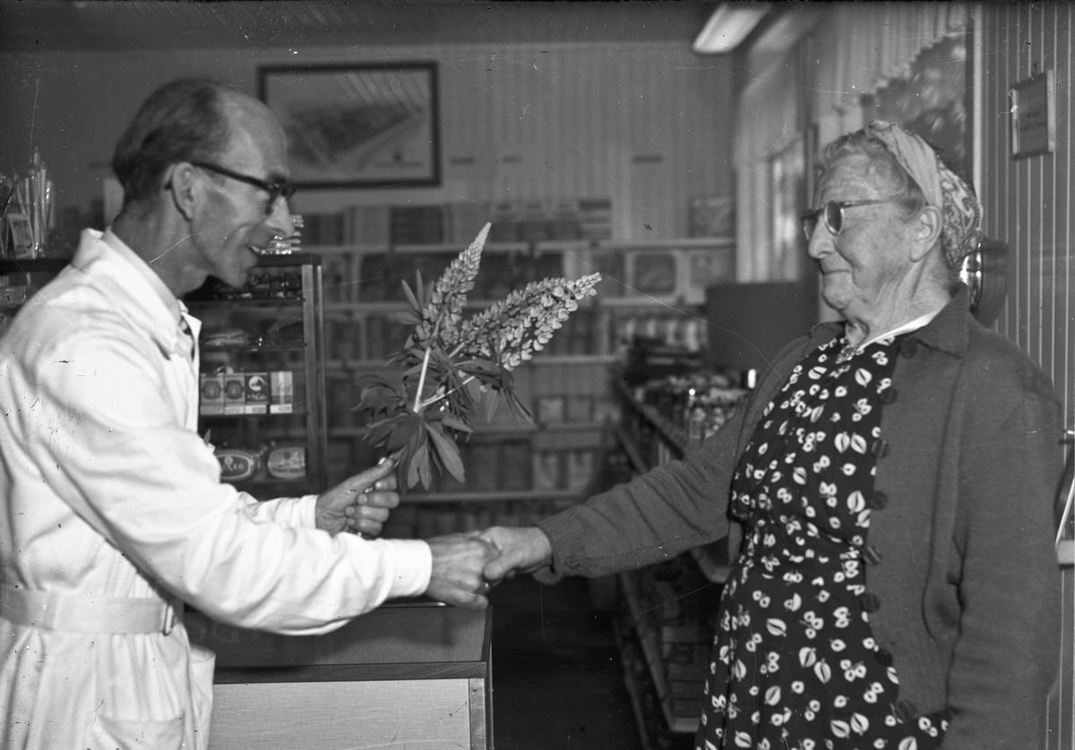 Fra COOP landhandel. 04.02.2014: RÅHOLT Samvirkelag med bestyrer Graftås. Kunden heter Lina Nordheim.  Skrevet av: Jan Slaatbraaten