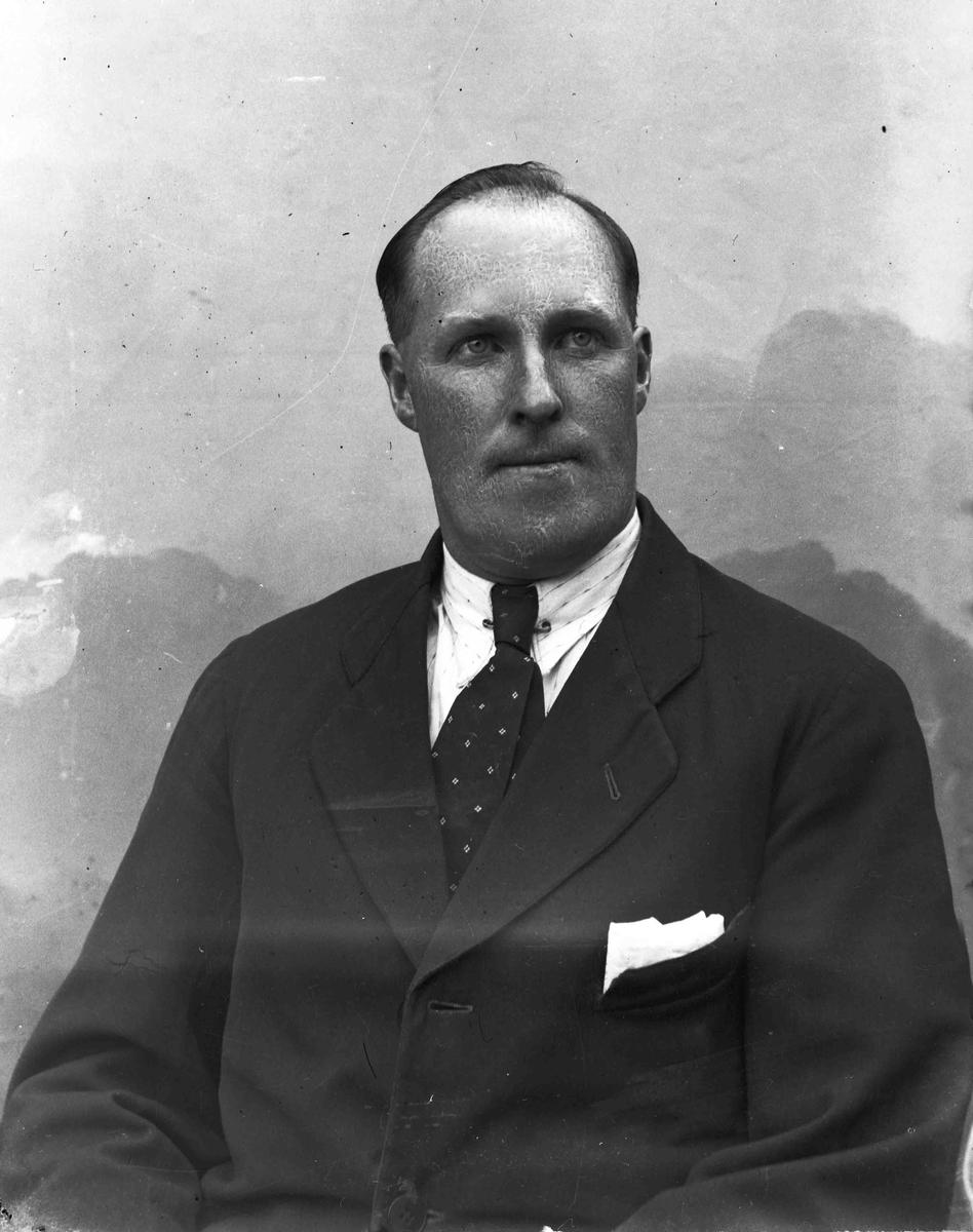 Lorentz Roseth, Eidsvoll Verk. Privatsjåfør hos J.Mathiesen