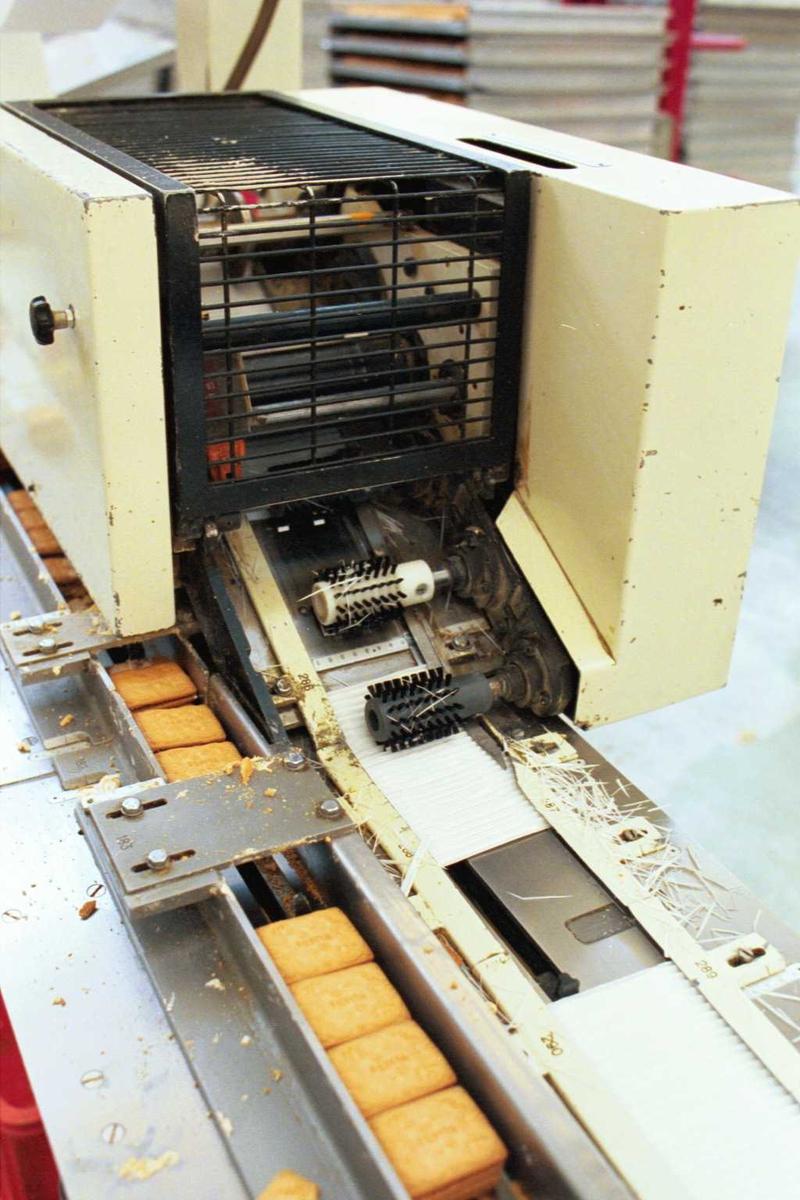 Pepitakjeks, maskiner, emballasje, fabrikkmiljø