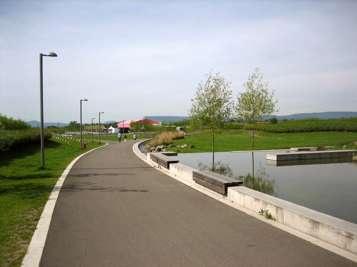 Eurovision Song Contest 2010 - Melodi Grand Prix Fornebu - Nansenparken: veien som fører til utstillingsteltene.