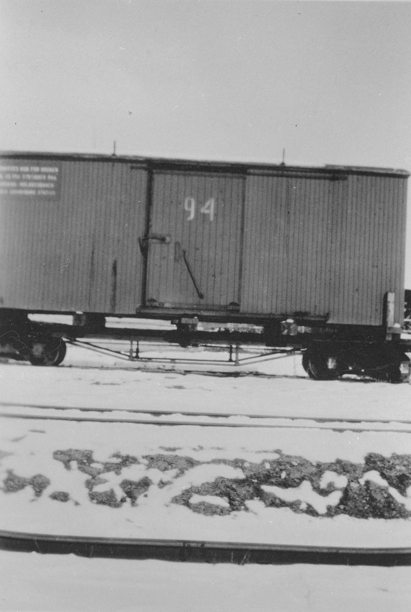 Løftekasse G 94 lastet opp på godsvogn i serien To 21 - To23 eller To 27 -To 40.