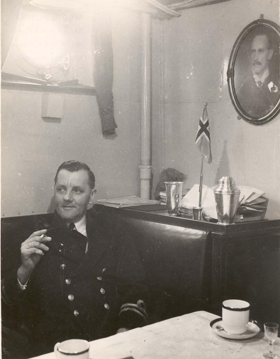 """Jageren """"Sleipner"""", fra offisersmessen under 2. VK. Lt. Asbjørn Olaussen, maskinmester"""
