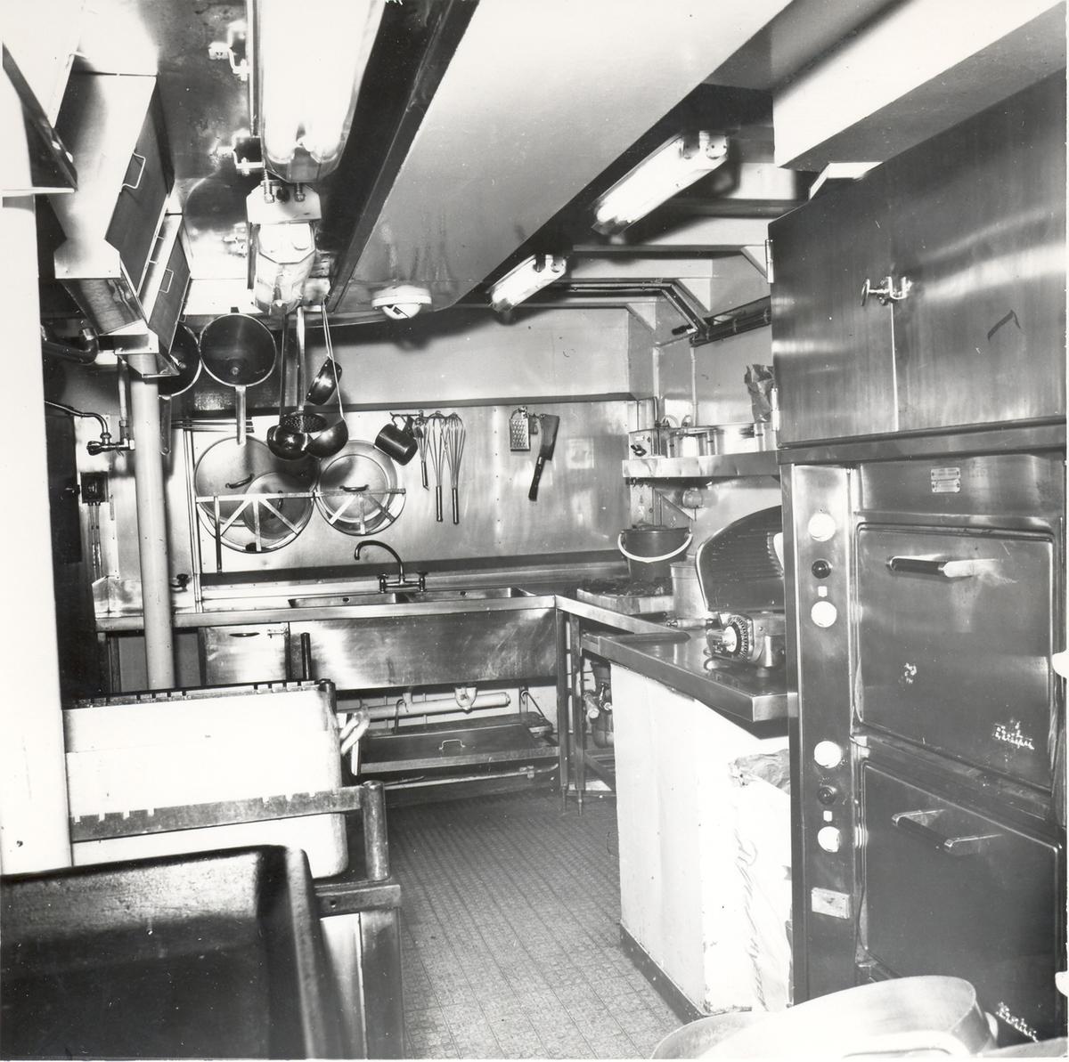 Enkeltbilde. Fregatten KNM Oslo, bysse 1966.