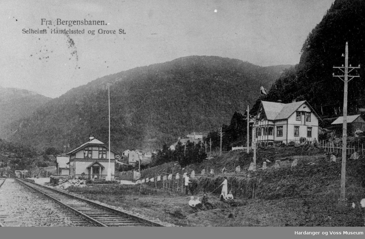 NSB, Urdland stasjon (Grove stasjon), flaggstong, trehesjer, butikk, Selheims handelssted