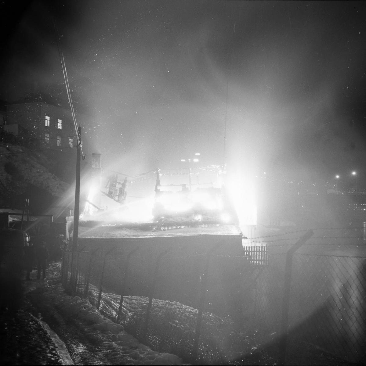 Brann i brygge nederst i Vollafallet