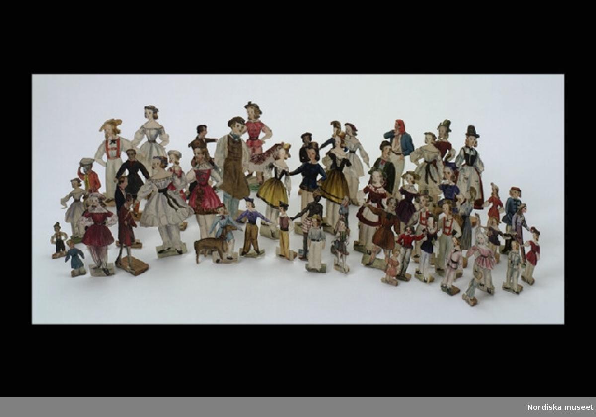 """Huvudliggaren: """"Minnen efter prinsessan Eugenie. a. Anmärkningsbok som tillhört prinsessan. Innehåller 16 blad, däraf 4 blanka. b. Pappersdockor, klipta och målade af prinsessan. 58 st. c. Noter, komponerade af prinsessan samt några anteckningar gjorda af den samma. Innehåller 17 blad, däraf 12 blanka. G. af prinsessan Eugenies dödsbo 18/1 1890."""
