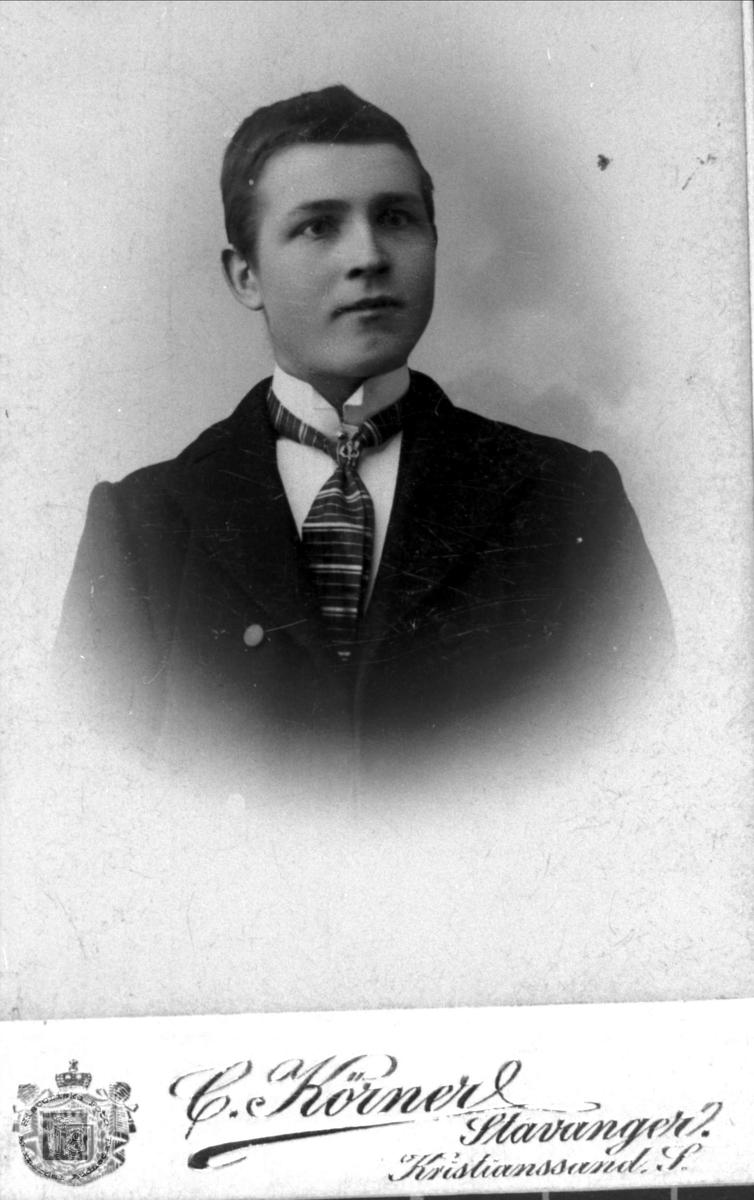 Portrett av Nils Urdal.