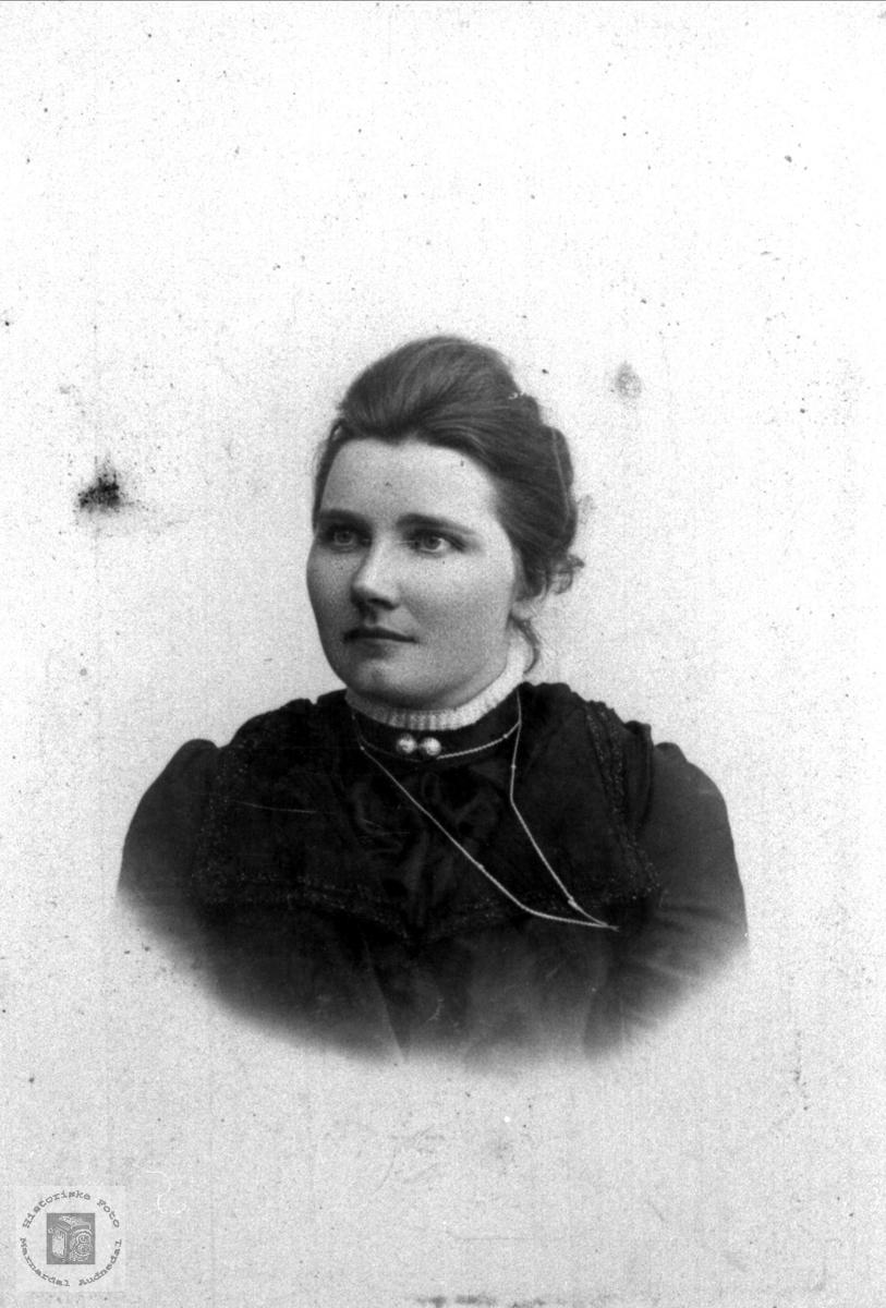 Portrett Anna Olsdtr Finsdal, Øyslebø.