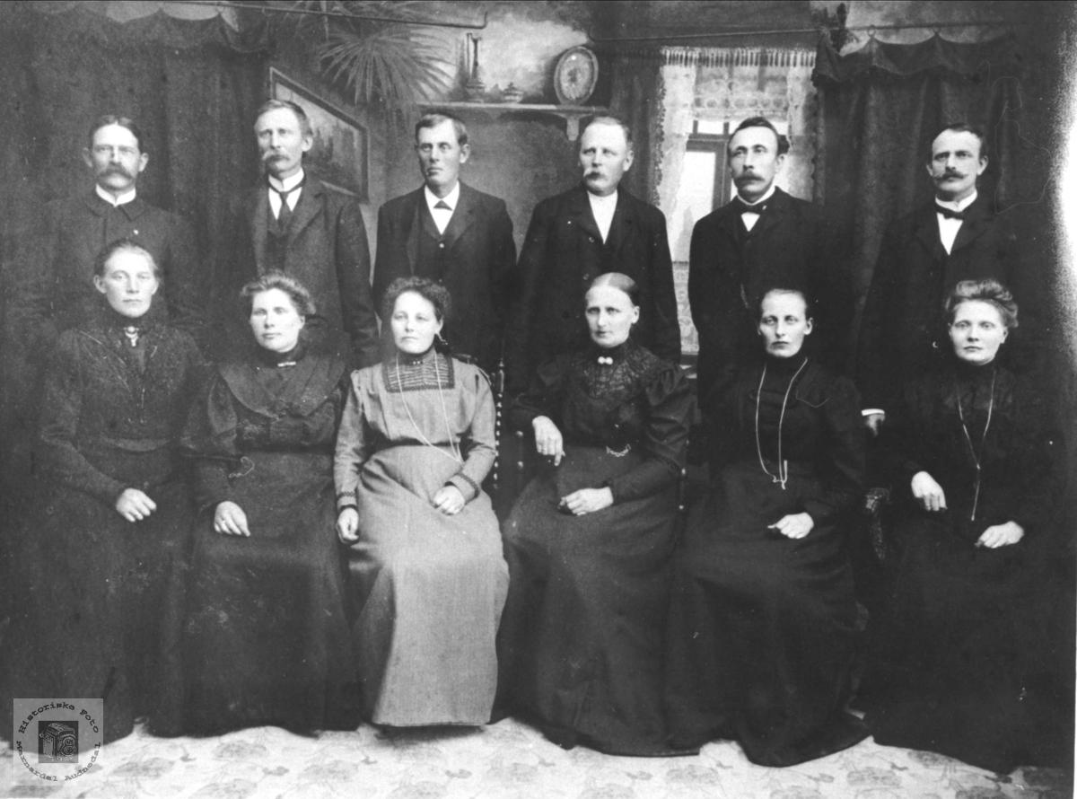 Familiegruppe Sløgedal, Skjævelsand, Manneråk, Braatene, Håkonsen, Øyslebø.
