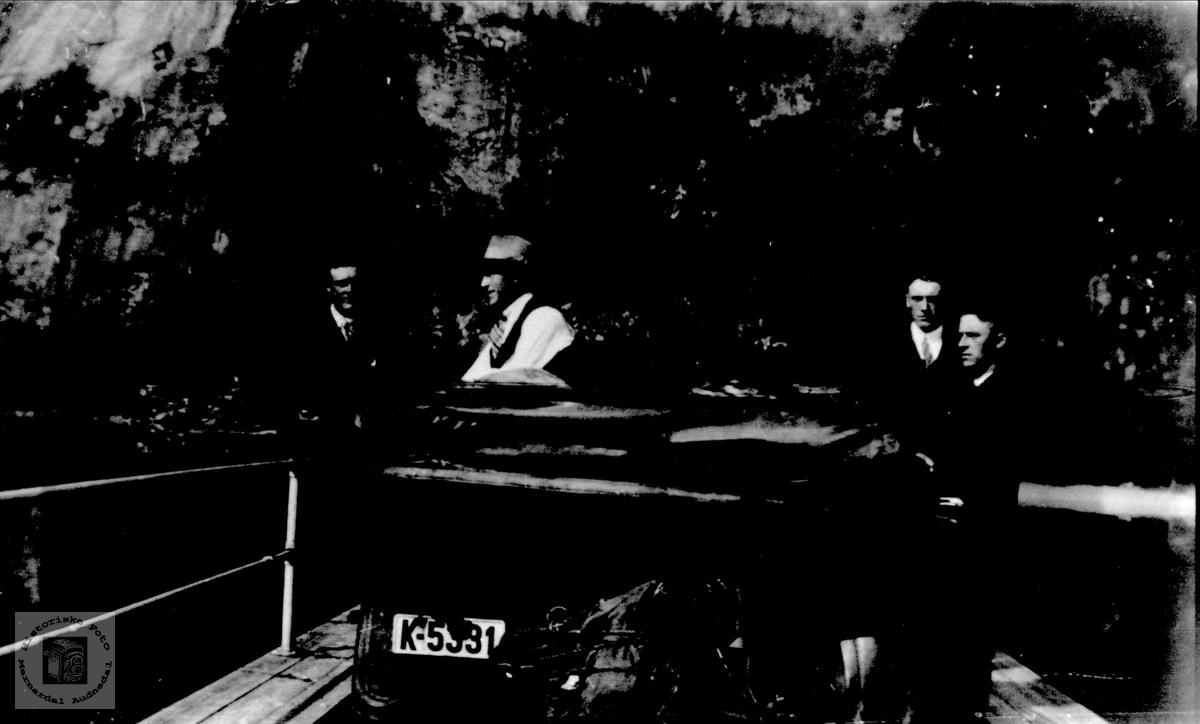 Bilferge over elva. Avbildet bil har skilt nr K-5391.