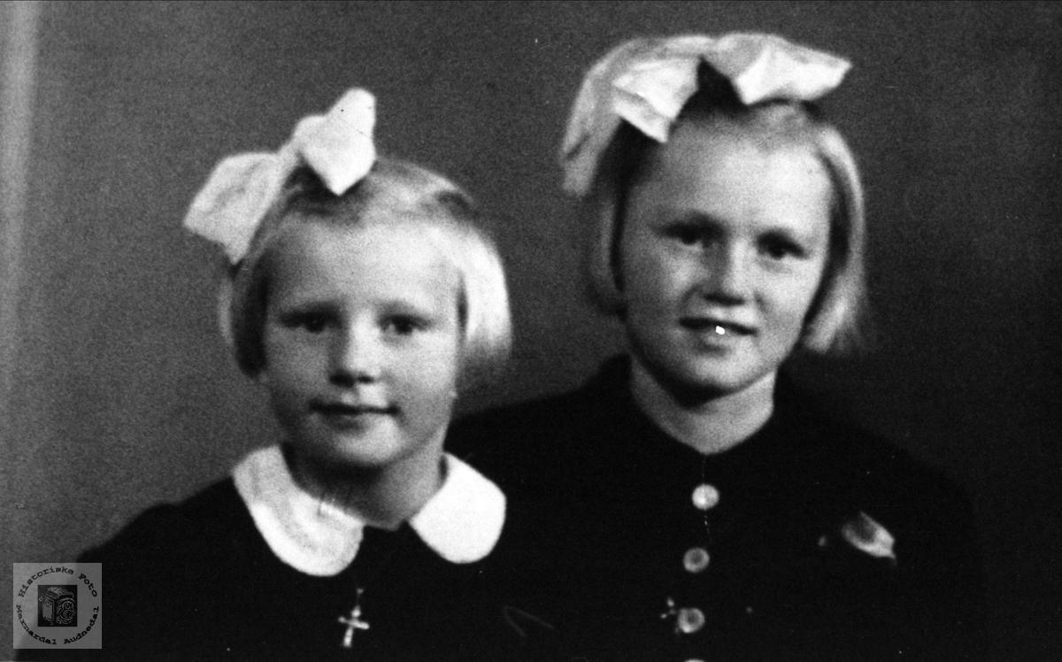 Søstrene Tordis og Olga Skjævesland, Øyslebø.