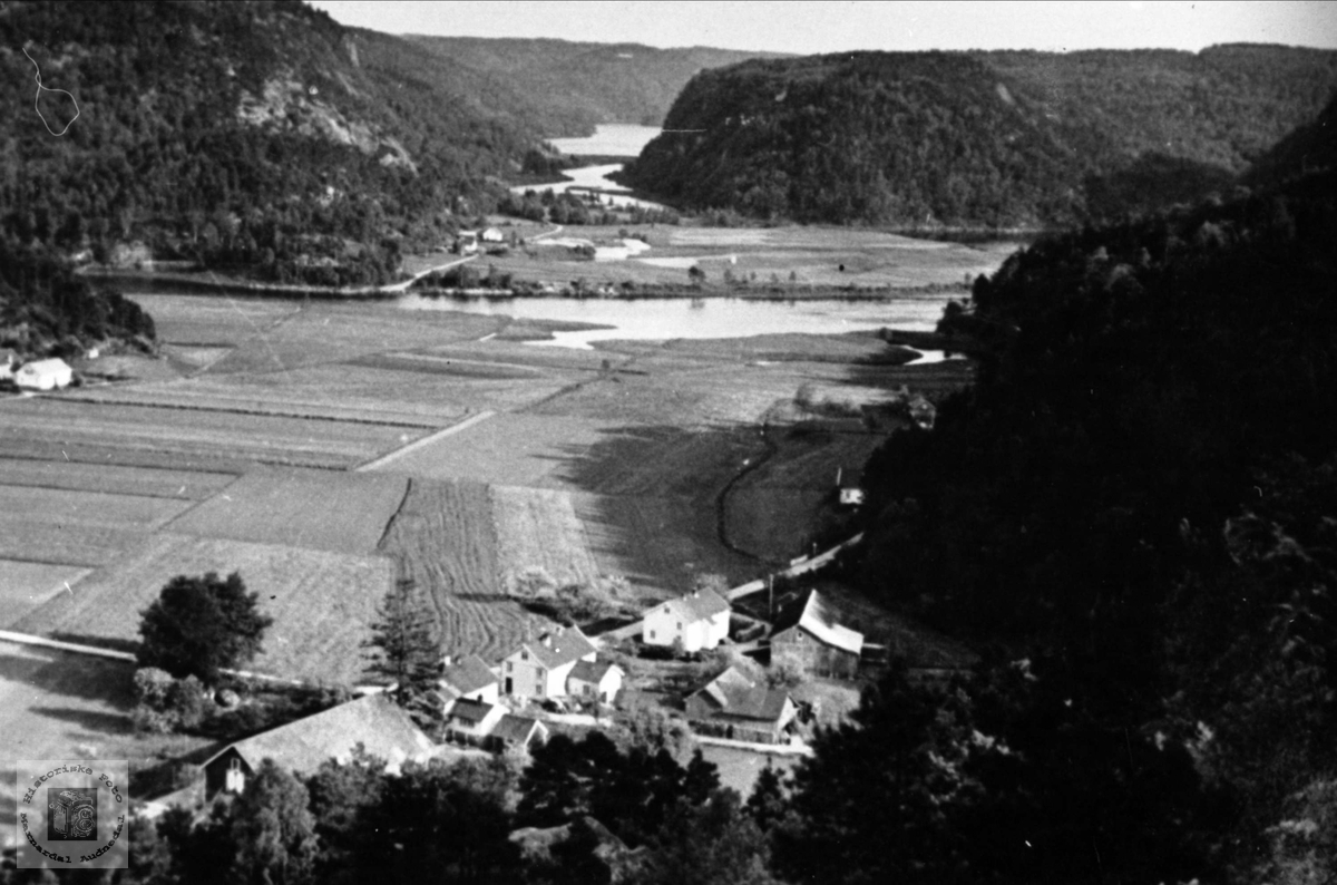 Flyfoto over Øyslebø.