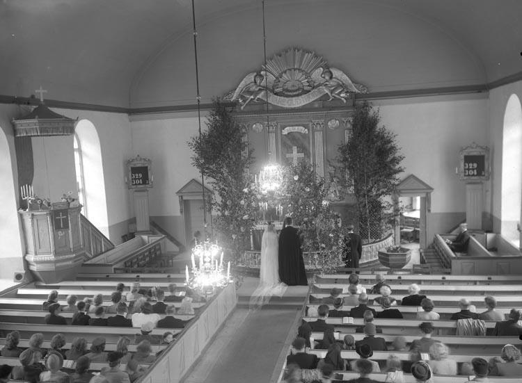 """Text som medföljde bilden: """"1949. No 20. Kyrkbröllop Krokstad. Pastor Bengt Nordblom."""""""