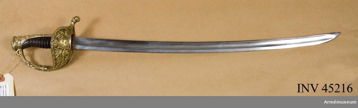 Grupp D I Klingans bredd vid fästet är 27 mm. Sabeln är lik AM 72/732 med undantag av att klingan har varit längre men är avkortad och omslipad i enlighet med föregående.  Samhörande nr är AM.45216-7