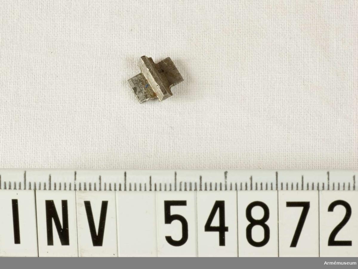Grupp E VIII.  Del till pipa. Nr 3 (av 5) i tillverkningsordningen. Gevärsdel till 1867 års gevär m/1867, en av c:a 400 delar.