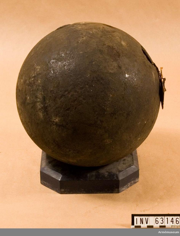 Grupp F II.   Bomb enligt 1705 års artillerimåttstock.