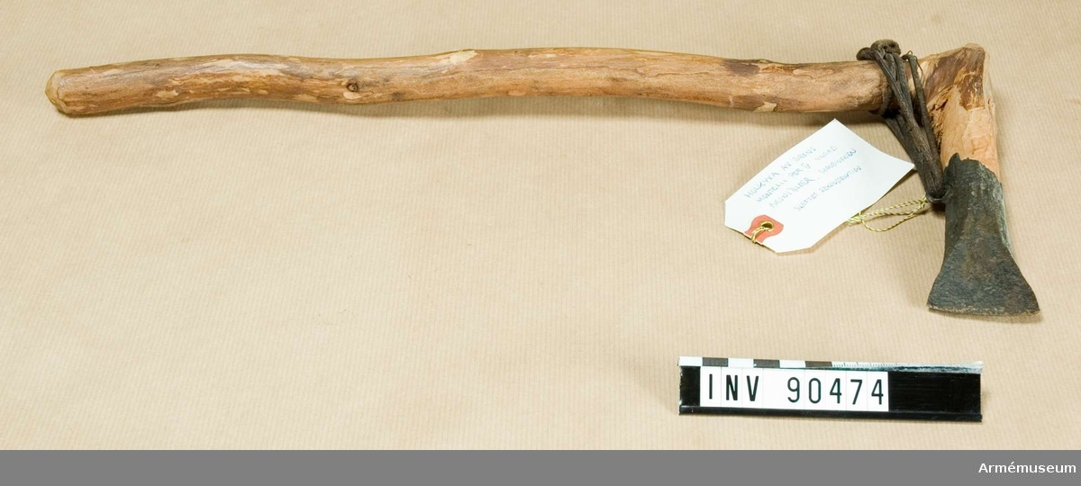 Holkyxa av brons. Montelii Per IV yngre bronsåldern. Skandinavien. Skaftet är en rekonstruktion.