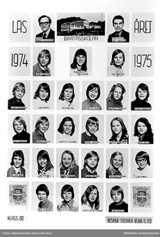 En bildkarta med skolfoton på klass 6B i Brattåsskolan, läsåret 1974/1975. Bildkartan är uppklistrad på ett fotoark i en pärm (MM23916) från Brattås rektorsområde, tillsammans med andra skolfoton MMF2004_1484-1522. Med på bild: Rektor Gunnar Hillerström, Studierektor Rolf Sandström, Conny Andersson, Klassförest. Sonja Bååth, Dan Arndtsson, Jonas Bergendahl, Lena Berger, Kristina Ehn, Anette Falck, Beatrice Hernqvist, Mikael Johansson, Tomas Johansson, Magnus Larsson, Birgitta Litsegård, Mikael Löfstedt, Gunilla Magnusson, Annelie Marin, Linda Moum, Lena Olsson, Carina Ottosson, Glenn Paulsson, Eva-Karin Persson, Jan Regnell, Peter Scimé, Stig Semrén, Marie-Louise Stenbom, Hans Winroth.