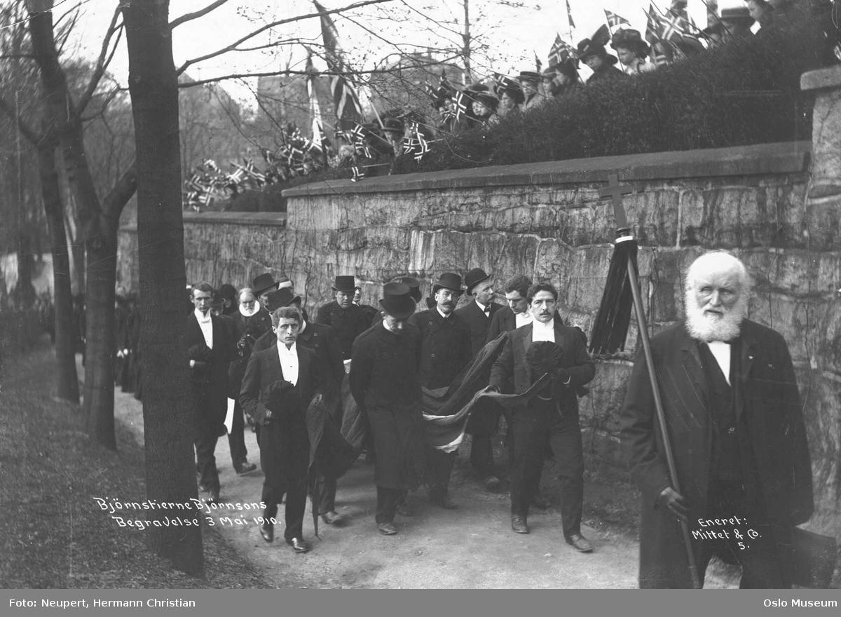 Bjørnstjerne Bjørnsons gravferd, prosesjon, publikum, mur