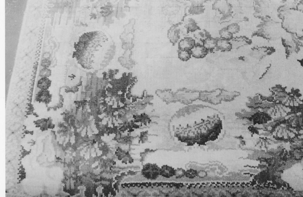 Rektangulært.Blomstermønster, bord, noe blågrønt i borden