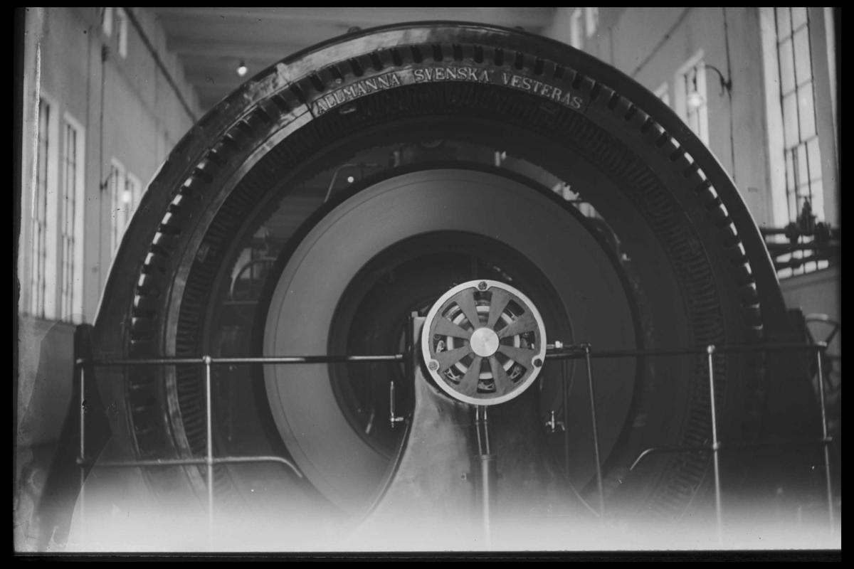 Arendal Fossekompani i begynnelsen av 1900-tallet CD merket 0469, Bilde: 30 Sted: Bøylefoss Beskrivelse: Generator på kraftstasjonen
