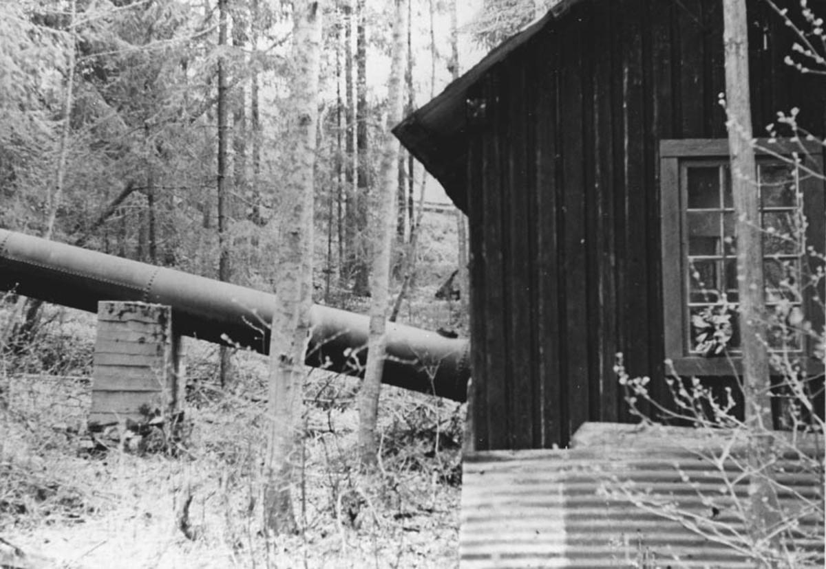Rørgate inn i kraftstasjonen. Fra den privat bygde kraftstasjonen på Fjell. Bygget 1913.