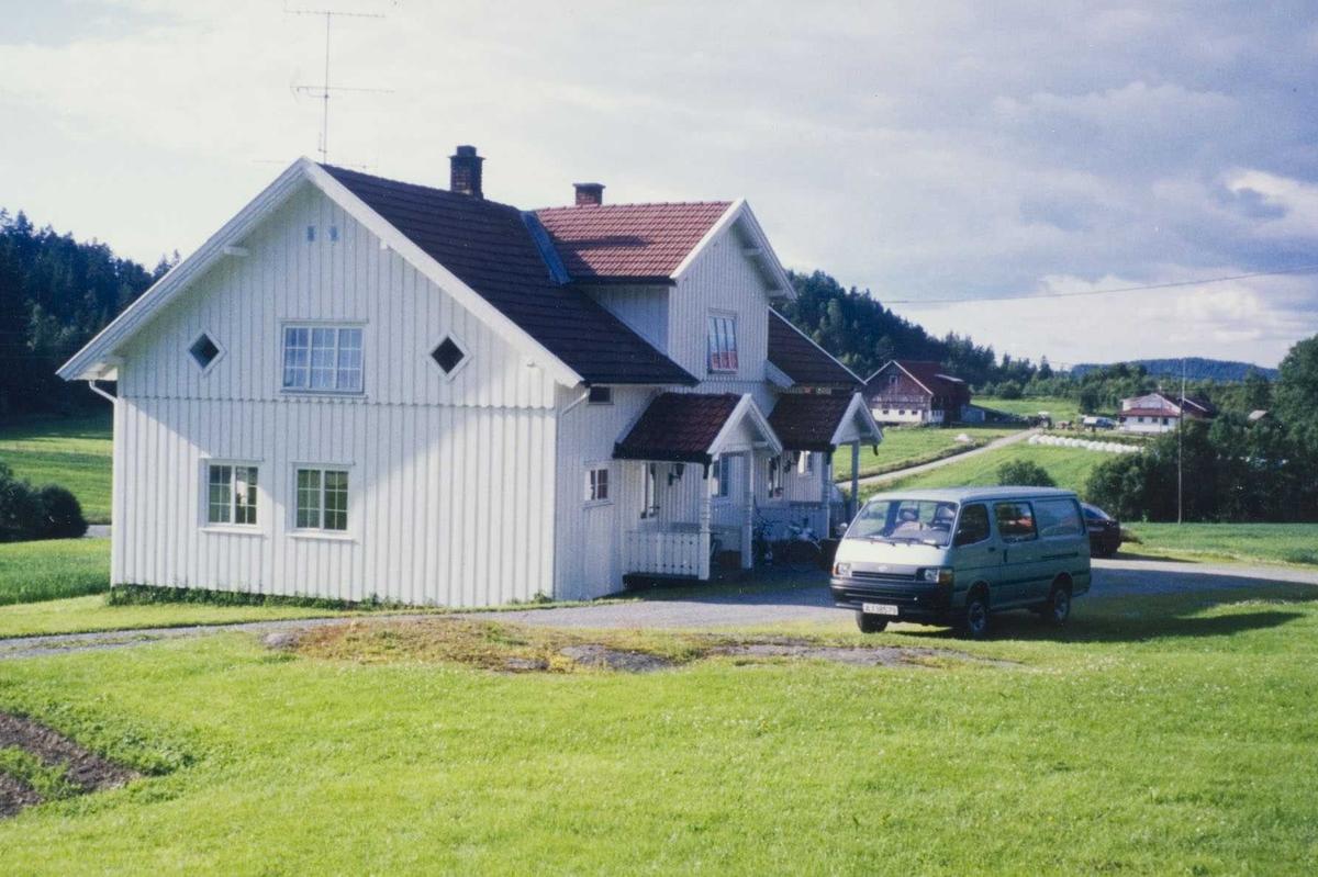 Gården Krok Søndre med Krok Øvre i bakgrunn