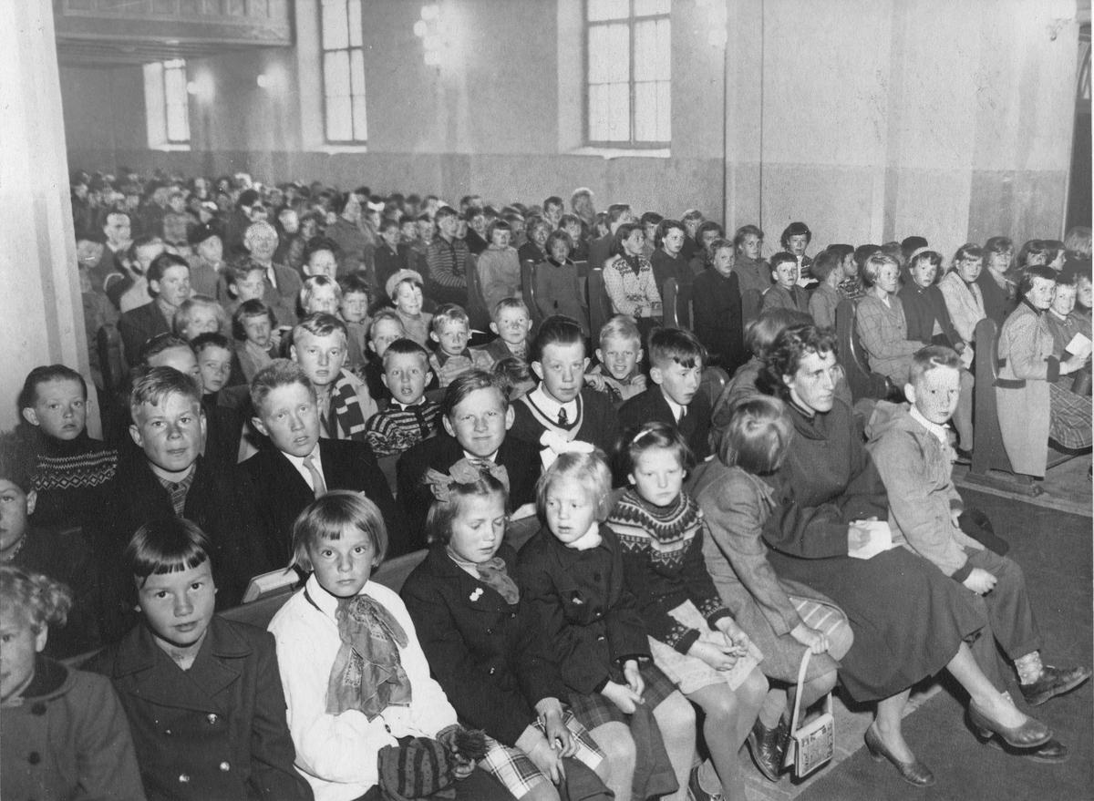 Eidsvoll Kirke. Skolegudstjeneste ca. 1960.