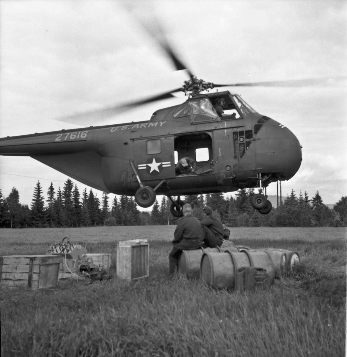 Sommeren 1955 fraktet et helikopter fra US Army utstyr og materialer fra Dokkenmoen til Mistbergtoppen. Det ble bygd en radiolinkstasjon el.likn. på toppen. Også i 1957 fraktet amerikanske helikoptre materialer til Mistbergtoppen. Dette var utvilsomt militære anlegg, en del av NATO-samarbeidet.