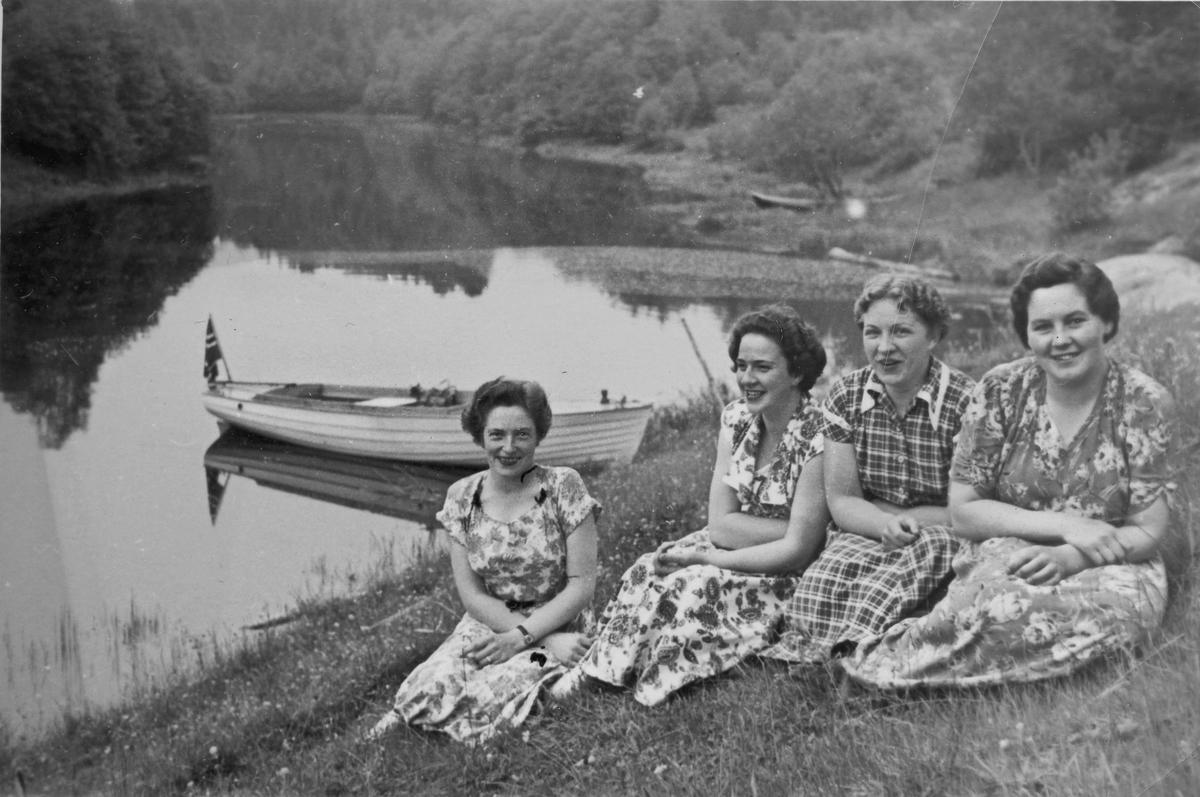 4 kvinner på båttur.
