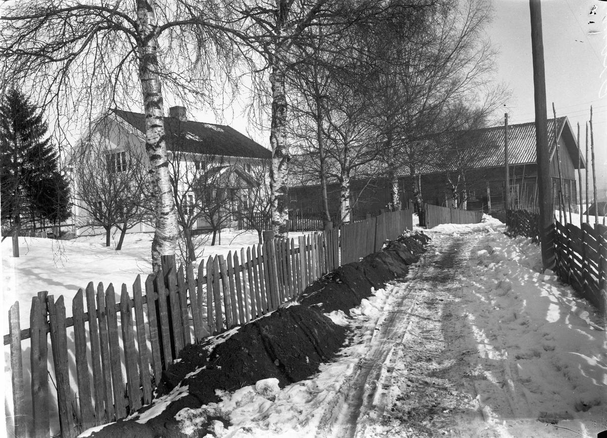Gårdsbruk 12.04.2013: Bildet er fra Venger i Eidsvoll. Fotografering før 1925. Skrevet av: Trond Gundersen