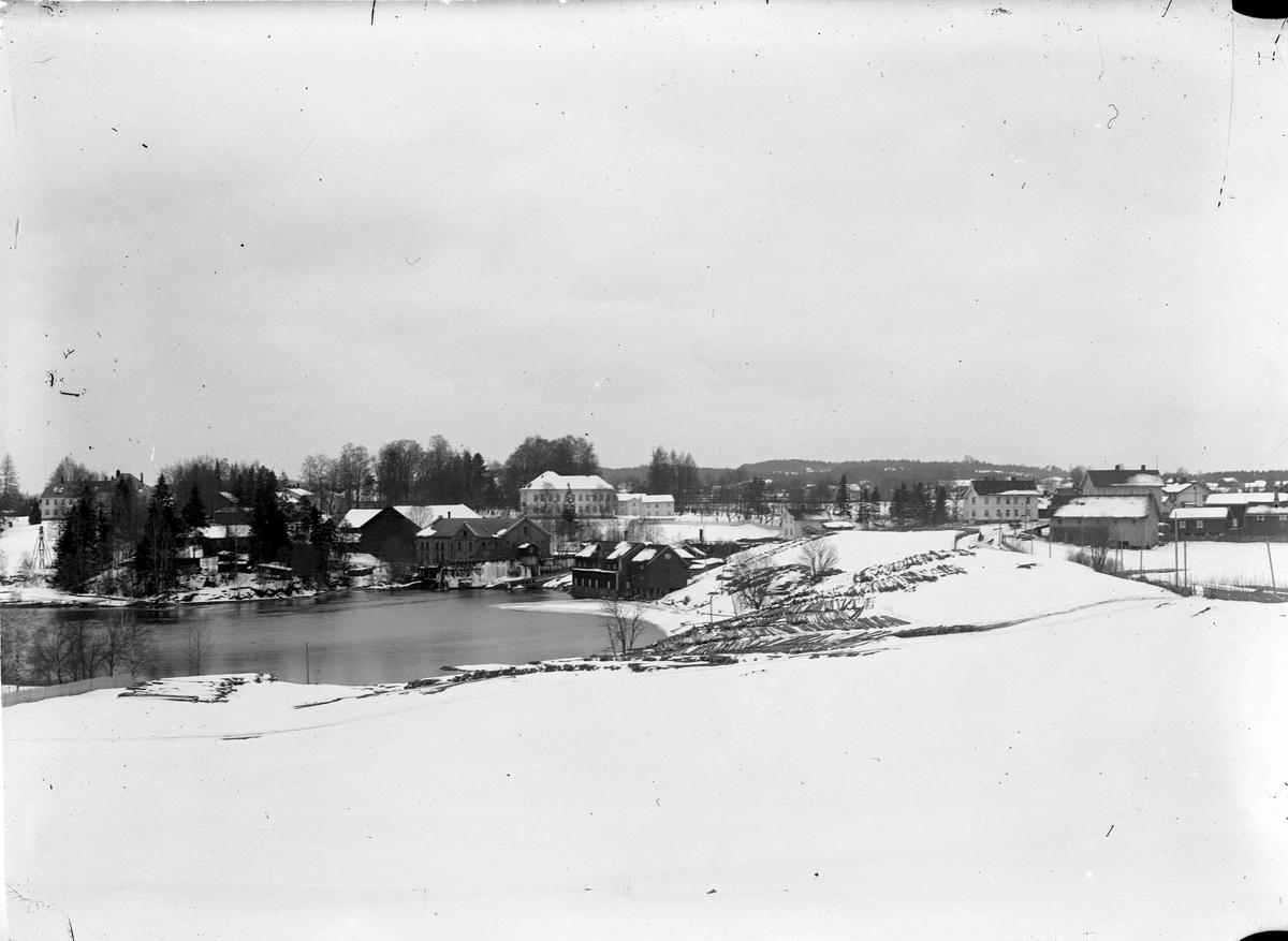 Eidsvoll Verk. Eidsvollbygningen i bakgrunnen
