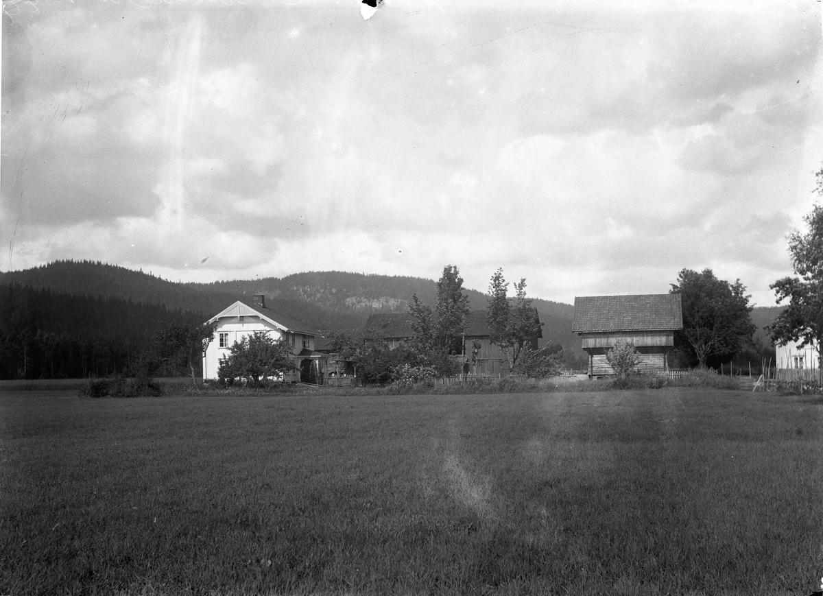 Hans Sanderud, Ishaug, gård
