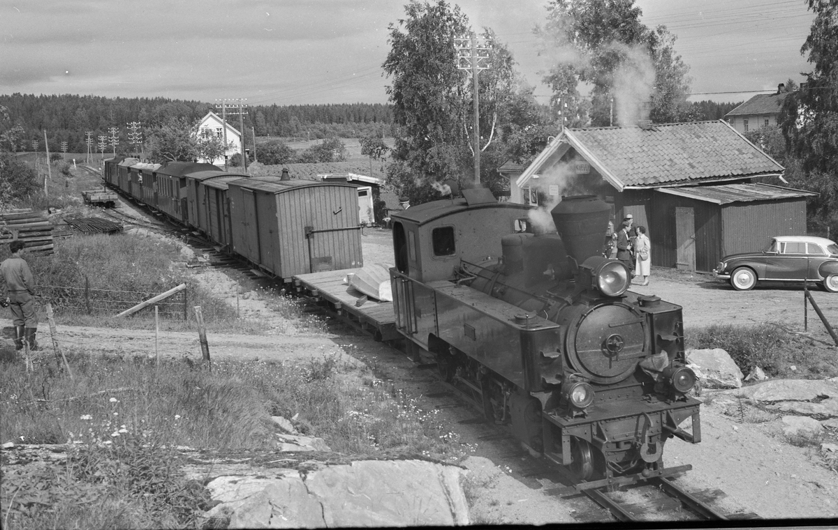Tog 2051 til Skulerud på Kvevli stasjon.