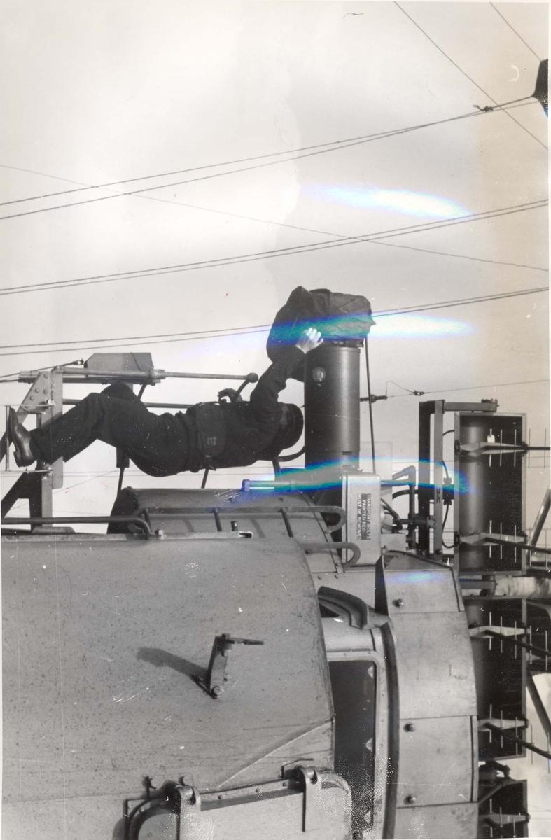 """Jageren """"Stord"""" blir overtatt av Den Norske Marine, 26.august 1943. Bildet viser deler av direktortårnet og er tatt under jomfruturen"""
