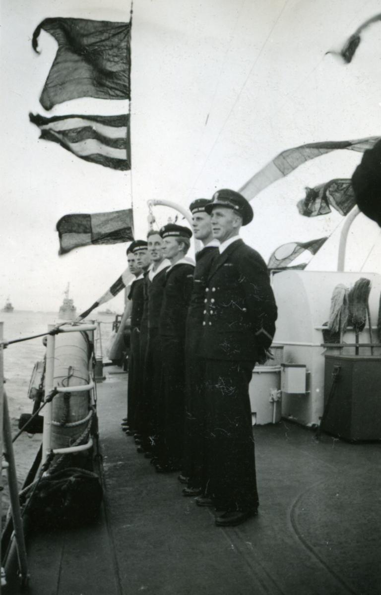 Album Ubåtjager King Haakon VII 1942-1946 Forskjellige bilder. Til Norge 26.06.1945.