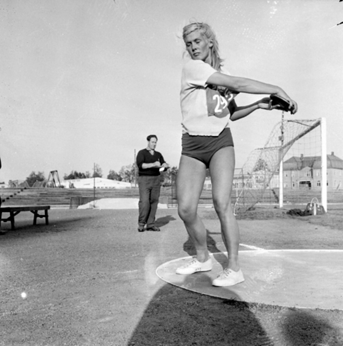 Hamar stadion, friidrett, diskos, kvinne, Nell Pronk.